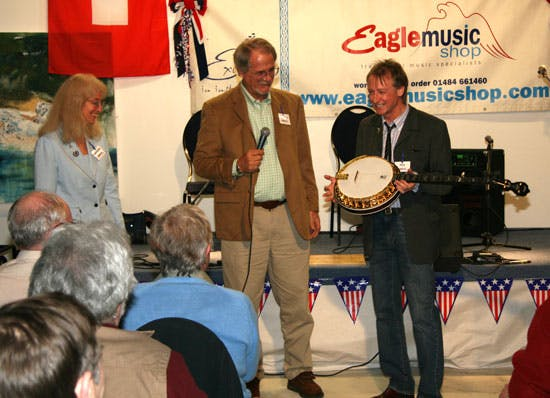 Steve Noon awarded with Eagle II Banjo